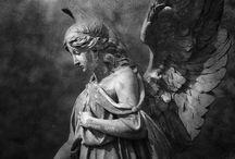 Статуи ангелов