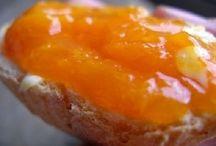 marmellate / Come fare le marmellate: sono la gioia dei bambini, ma amati da tutti! Ideali al mattino su una fetta biscottata, oppure come spuntino a merenda, e di accompagnamento alla carne o a formaggi. Con gusto e fantasia possono essere usate anche per farcire dei bignè o dei tramezzini. http://www.iopreparo.com/1/marmellate_927051.html