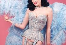 Burlesque. / Burlesque and pin-up movement.