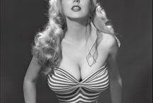 Betty Brosmer / Мисс самая тонкая талия в мире!