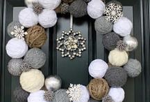 Yarn Wreaths I Love / I saw my first yarn wreath a few years ago and fell in love with it. Here is a beautiful collection of wreaths for all occasions made of yarn.