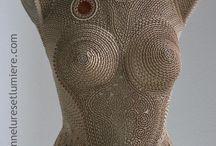 Sculptures en dentelle de carton