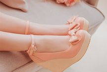Shoes with hees