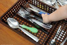Aktivity pro batolata / Aktivity pro děti 1-3 roky, často inspirováno Montessori pedagogikou.