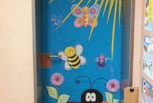 Výzdoba dveří ve škole, nástěnky