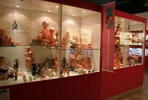"""Musée Petitcollin / A deux pas de la fabrique, le musée Petitcollin vous présente plus d'un siècle de créations et d'inventions de la célèbre marque. Des peignes en corne de ses débuts aux animaux jusqu'à ses innovations les plus récentes, """" Jouets Petitcollin"""" n'a pas fini de vous surprendre!     Pour tout renseignements ou réservations:  contact@tourisme-etain.fr ou 0329872080"""
