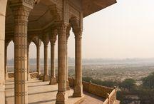 Il Viaggio di nozze Nella città di Taj Mahal / Agra citta non è solo famosa per il Taj Mahal ma anche un altro importante edificio come magnifico fort di Agra e Fatehpur Sikri.