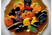 Galletas de Halloween  / Galletas de vainilla y chocolate con cobertura de fondant de varios colores. Para más información mem@memcakesandcookies.com Visita la página www.memcakesandcookies.com