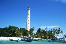 BELITUNG / Pulau Belitung pulau yang kaya dengan pemandangan indah yang masih alami dengan pantai berlaut tenang, berpasir putih nan lembut dan formasi cantik granit-granit raksasa. Tanah kelahiran laskar pelangi ini menyimpan kekayaan budaya, sejarah, wisata kuliner yg enak banget serta keindahan hayati bawah laut.