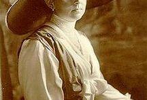 Sophie Charlotte / Man nutzte Entwürfe von Herzogin Sophie Charlotte von Oldenburg, die geschmackvoll in Tapetenkunst umgesetzt wurden.