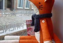producten open atelier / In Koffie Met verkopen we handgemaakte producten uit ons eigen atelier. Elke vrijdagochtend kun je aanschuiven aan de Grotekerksbuurt 44 in Dordrecht om mee te doen.