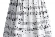 Zenés ruhák