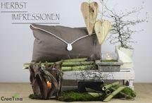 Herbstimpressionen / Das Thema Herbstimpressionen bestehend aus Kissen braun mit weiß, einem Windlicht aus Treibholz, Windlicht in Betonoptik, Herzen aus Schwemmholz und Silberschale.