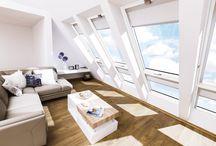 Stapel op wit! / FAKRO is stapel op wit! Wit is kalm, het is fris en dynamisch, tijdloos en het is perfect te combineren met allerlei materialen en texturen. Laat natuurlijk licht binnen in het witte interieur en ervaar een groter ogende woonruimte. Laat je inspireren door witte interieurs.