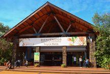 """Centro  de Visitantes / El Centro de Interpretación, también conocido como Centro de Visitantes, lleva el nombre """"Yvyrá Retá"""" que en la lengua nativa guaraní significa """"El país de los árboles""""."""