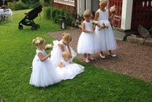 Bröllop / Tärnor väntande på brudparet