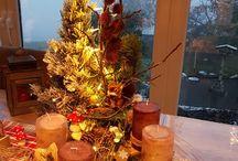 Adventsgesteck mit Holzscheibe