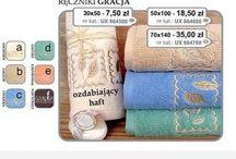 Ręczniki / Na tablicy umieszczone są ręczniki na plażę, ręczniki kąpielowe, reczniki frotte oraz ręczniki z postaciami kreskówek.