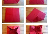 Red flower napkin / Napkin flower
