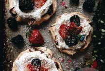 .pavlova. / Pavlova cakes | pavlova desserts | pavlova recipes