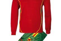 Piros-Zöld-Sárga Sportfelszerelések / Piros-Zöld-Sárga Sportfelszerelések. Piros-Zöld-Sárga  Sportfelszerelések nagy választékát találja itt meg nálunk a http://istenisport.hu/ weboldalon. Ide tartoznak a focimezek, sportszárak, utazó -edzőmelegítők, szabadidős és divatruházat is, és még sorolhatnák mi minden. Természetesen ide tartoznak más sportágak is, kézilabda, kosárlabda, röplabda többek között, valamint az egyéni sportolók sportfelszereléseik, egyedi arculatra kialakítva.
