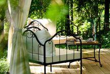 Seduti, prego... in giardino / Consigli e prodotti per mobili da giardino, infissi, strutture.