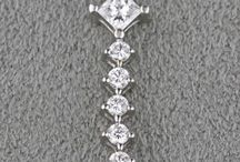 Necklaces and Pendants / Buying and selling pre-owned jewelry