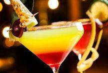 Kolorowe drinki w najlepszej całodobowej restauracji Pianka z Tanka / Pianka z Tanka to bar i restauracja, które oferują nie tylko niesamowite, świeże piwo z tanka, ale także bogaty wybór autorskich drinków na każdą okazję.  http://piankaztanka.pl/napoje/#drinki