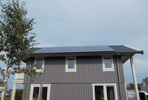 Zonnepanelen voor semi-overheid / In eigen beheer elektriciteit opwekken met PV-panelen heeft vele voordelen voor de semi-overheid en non-profit sector. De zonne-energie die zelf wordt opwekt met de zonnepanelen hoeft niet ingekocht te worden. Hoe meer de stroomprijs gaat stijgen in de toekomst, hoe groter het voordeel voor uw organisatie is. Daarnaast zijn zonnepanelen een vorm van duurzame energie, welke geen uitstoot van CO2 oplevert.