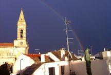 """Trullinet - Alberobello e le meraviglie della Puglia dei Trulli / Ci sono dei posti che contengono una magia unica e irripetibile. I trulli di Alberobello e della campagna vicina sono """"case a misura d'uomo"""" incantevoli e ideali per una vacanza libera da orari e vincoli."""