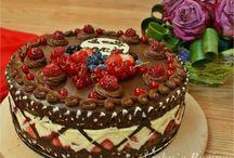 Tort cu fructe si ciocolata