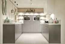 Grijze keuken met graniet werkblad