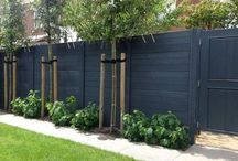 FeNcE CoLoUr IdEaS / deciding what colour to paint the garden fence