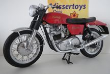 motoren / prachtige schaalmodellen van motorfietsen zoals te koop in mijn webshop.