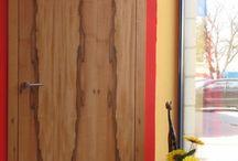 Kielce / Realizacja drzwi fornirowanych - orzech amerykański, bezprzylgowych, wykonanych na indywidualne zamówienie.
