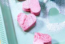 Valentinstag - Rezepte und Geschenkideen / Am 14. Februar feiern wir Valentinstag - mit einem romantischen Valentinstagsmenü, süßen Rezepten mit Herz und Valentinstag-Geschenken zum Selbermachen. Die schönsten Ideen!