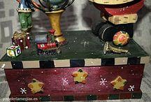 Especial Navidad / Os presenatmos una amplia gamas de árticulos de navidad. Adornos para la casa, nacimientos, para árboles de Navidad y para regalos.