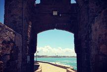 Cádiz / Cádiz, sus callejuelas, plazas, balcones y azoteas. Cádiz, ciudad trimilenaria construida en cal y piedra ostionera. Cádiz, un 3x4 de mostrador y una copla viñera. Cádiz, de La Caleta a la Victoria. Cádiz y solo eso, Cádiz.
