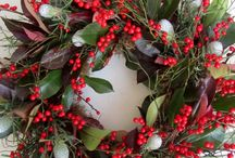Christmas door wreaths / Follow this board for stylish wreath ideas from all over the world. Natural wreaths and wreaths made from garden greenery a speciality!