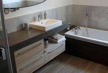 Aménagmenent et meuble de salle de bains en Béton ciré ! / Trouver l'inspiration avec ces quelques réalisation de meubles de salle de bains sur mesure en béton ciré !