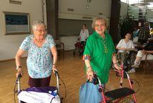 Juhannustanssit / Palvelukeskus Foibessa vietettiin juhannusetkot keskiviikkona 17.6.2015. Foiben asukkaat pistivät jalalla koreasti harmonikan tahtiin.