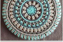 mandala e crochet rugs