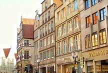Münster/ NRW/ Germany /  Nette Universitätsstadt. Hier werden TATORT und WILSBERG gedreht. In der Nähe gibt es ein Freilichtmuseum und das Rüschenhaus, Wohnort der Schriftstellerin  Annette von Droste-Hülshoff