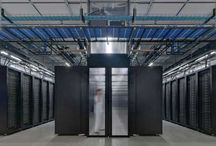 computerruimte concepten / Computerruimte concepten. Behalve voor het koelen van computerruimten zijn computerruimte airconditioners voorzien van een luchtbevochtiging unit. Een te droge atmosfeer in een computerruimte kan leiden tot statische elektriciteit dat leidt tot elektrische ontladingen en verlies van data. Met computer airconditioners valt een hoger koelrendement te behalen. Serverapparatuur is compacter geworden en er gaan veel meer servers in een serverrack. Rendement is te behalen met computerruimte concepten.