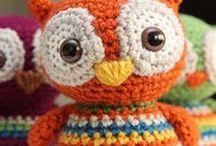 Muñequitos.. / Son ideas nuevas combinando las creaciones existentes... un detalle personal que hace cada juguete único e irrepetible! / by Christina Lelly
