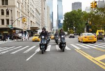 Vespa 946 Emporio Armani - New York / From Columbus Circle to Dumbo, from 5th Avenue to the Brooklyn Bridge, take a tour of the city that never sleeps with the stylish Vespa946 Emporio Armani.