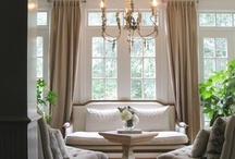 Traditional style / Symmetry, balance and harmony. Large focal points and formal arrangements. Deep colors together with neutral colors. Curves and soft edges, cushions and pillows, rich dark woods, exotic rugs, soft warm metals, symmetry fabric patterns, refined window treatments and artful accessories.