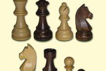Schachfiguren / Schachfiguren aus Holz und Kunststoff in verschiedenen Größen, Formen und Farben...