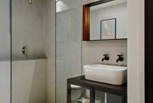 łazienka / Urządzając łazienkę warto prześledzić wiele innych realizacji tak, by wybrać aranżację idealną dla nas. Poznaj nasze pomysły na wystroje łazienek - te tradycyjne, i te bardziej nowoczesne. Znajdziesz tu rozwiązania dotyczące drzwi prysznicowych, brodzików, baterii łazienkowych, luster, umywalek i wielu, wielu innych.