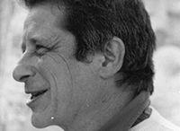 Alberto Cortina / A Pietrasanta è fra i soci fondatori del Laboratorio Cooperativa Bottega Versiliese, di cui è stato anche presidente per dieci anni, dedicandosi soprattutto all'approfondimento di tutte le tecniche di trasformazione del marmo e alla realizzazione di opere commissionate da artisti e architetti che richiedono accorgimenti particolari